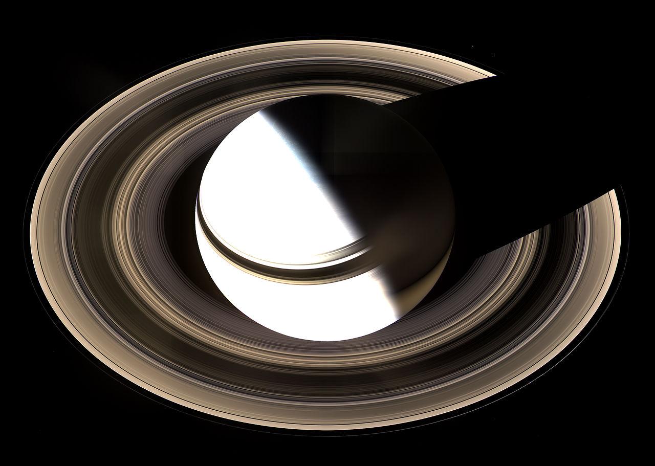 探査機カッシーニが2007年に撮影した土星の環 wikipedia