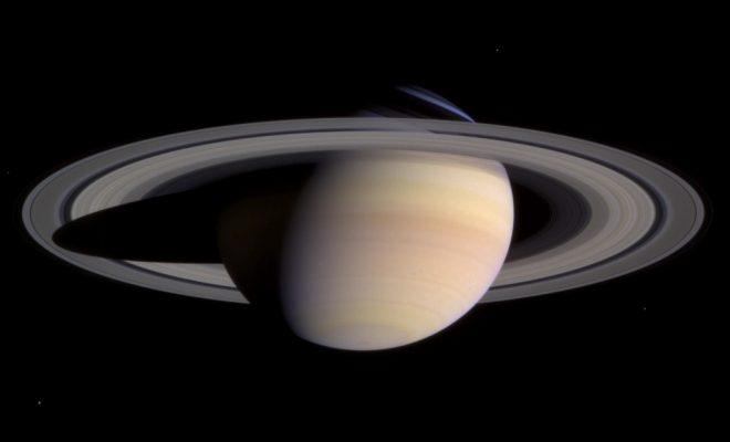 カッシーニによる土星の撮影 (2004年3月27日)wikipedia
