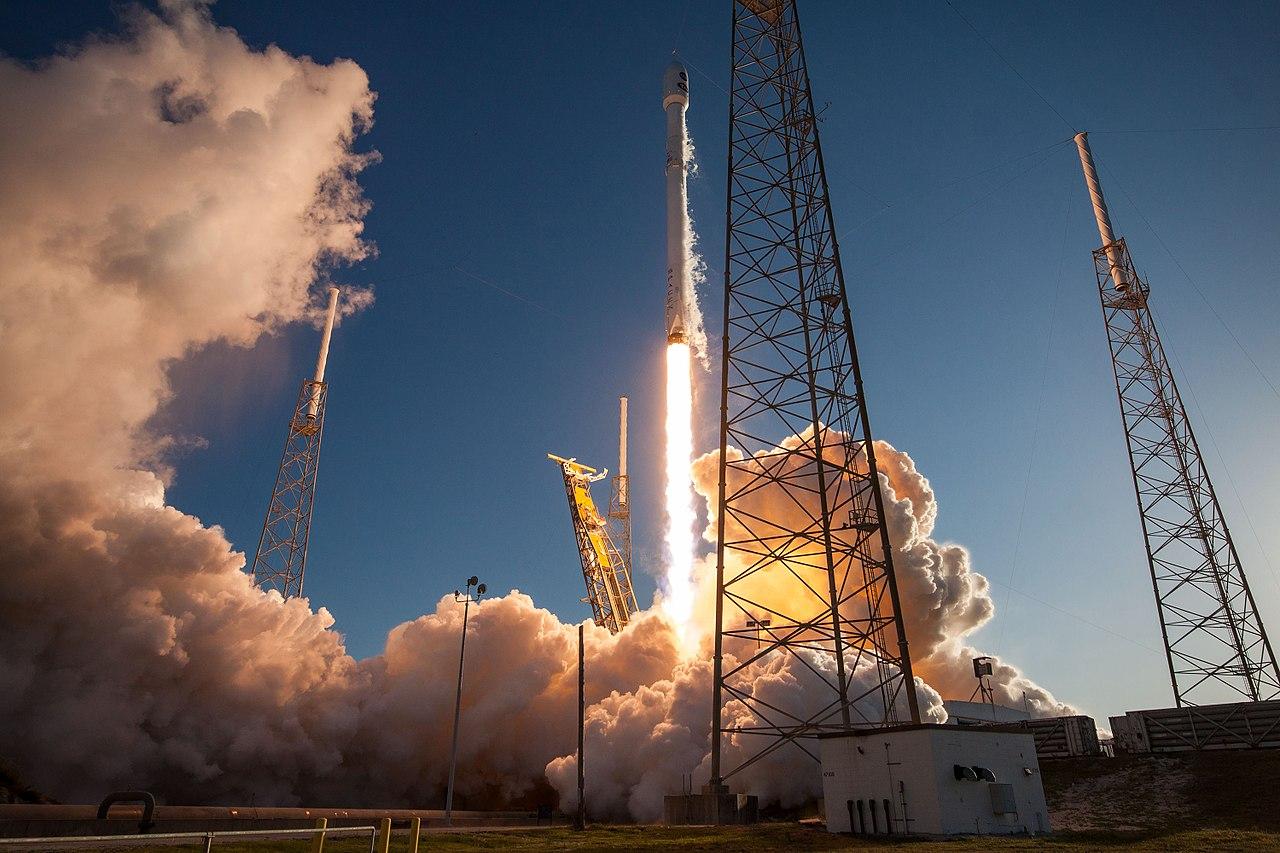 ケープカナベラル空軍基地から打ち上げられる、TESSを搭載したファルコン9ロケット wikipedia