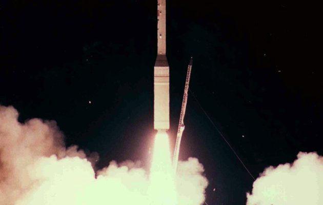 トーラスロケットによる打ち上げ(1998年2月10日) wikipedia