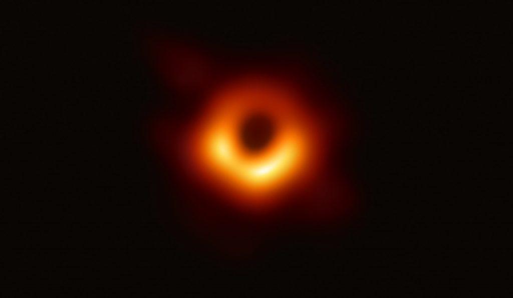 ブラックホール wikipedia