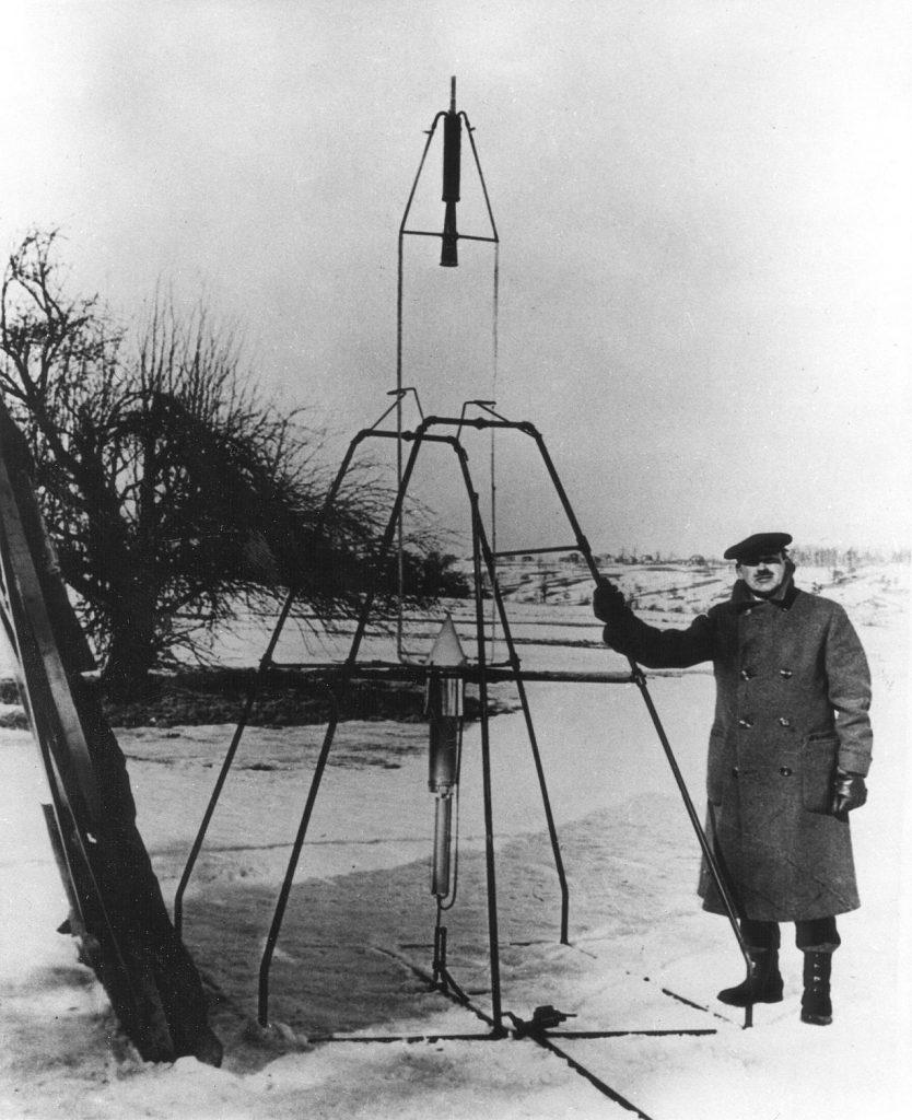 ロバート・ゴダードと彼が開発した最初の液体燃料ロケット wikipedia