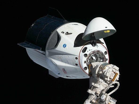 ISSに接続するドラゴン2 wikipedia