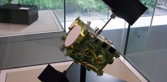 相模原市立博物館に展示されたあかつき (探査機)の模型 wikipedia