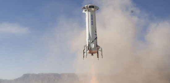 ブルーオリジン 着陸するニューシェパード3号機 / wikipedia